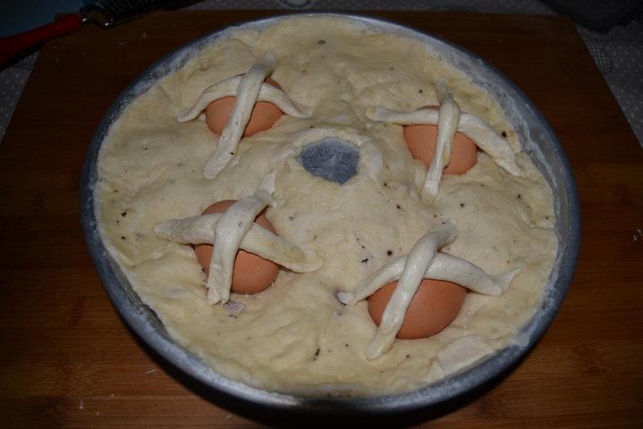 Casatiello napoletano con uova