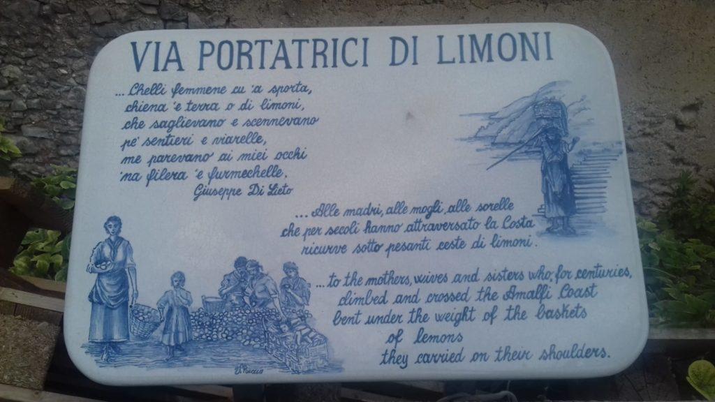 il sentiero dei limoni - Insegna portatrici di limoni